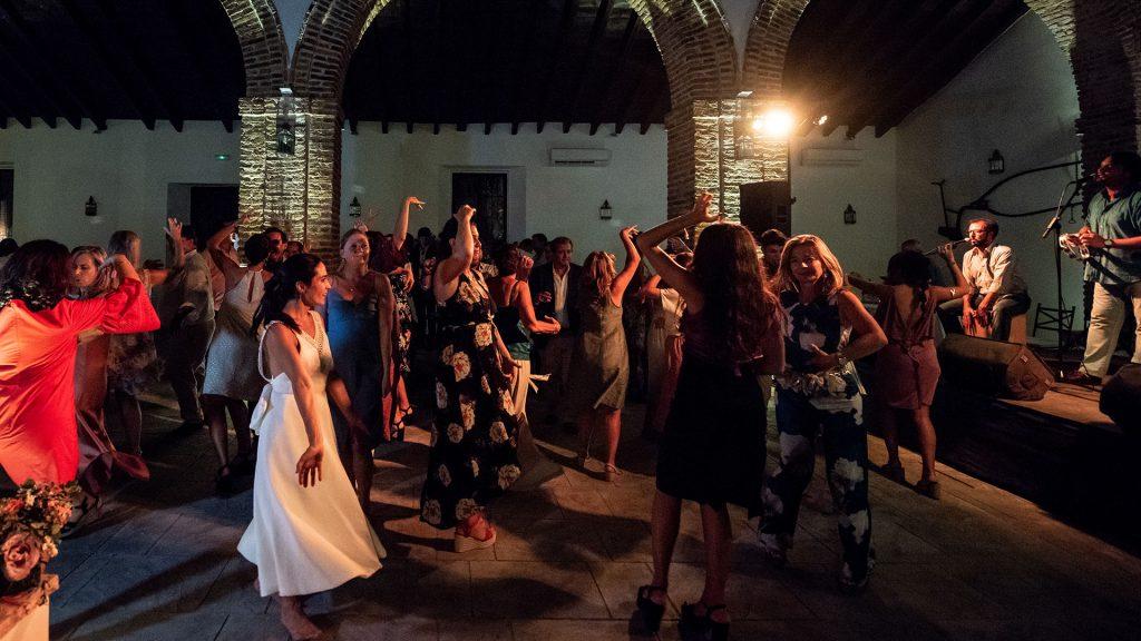 salon con arcos para celebrar bodas