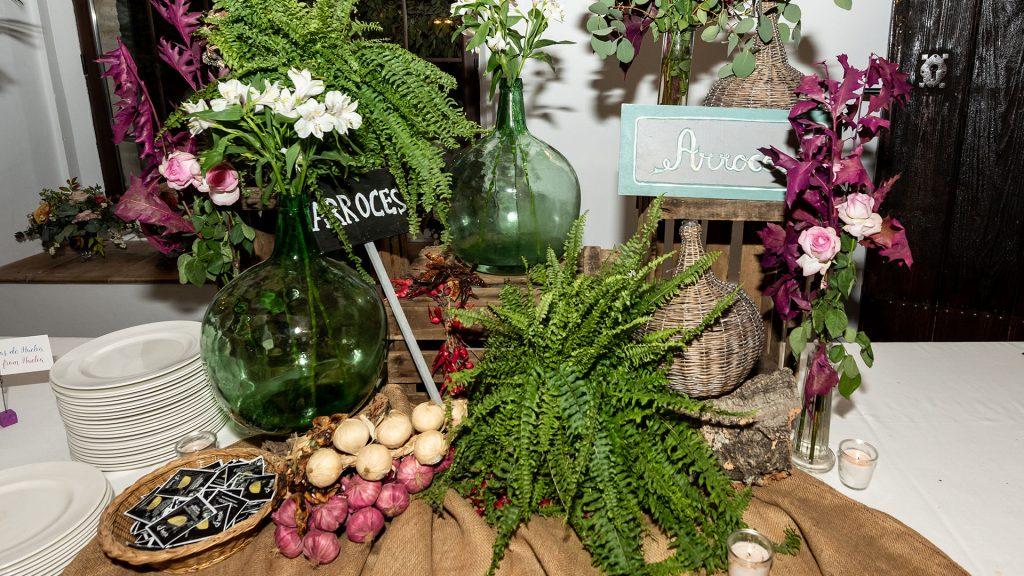 mesas de comida en bodas exteriores